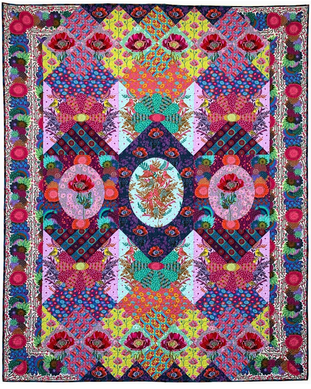 Anna Maria Horner Visions Quilt Club Quilt Kit LIMITED EDITION *** PRE-ORDER - ARRIVING JUNE 2021 ***