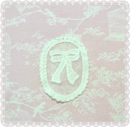 Cotton Lace Applique / Motif - Fancy Oval Bow in White