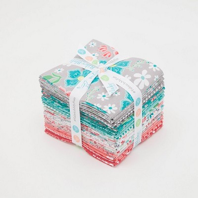 Riley Blake Designs - Flora & Fawn - Fat Quarter Bundle of 21 Pieces