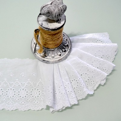 Cotton Broderie Anglaise Lace Scallop Edge - White 12cm